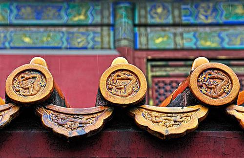 为什么中国传统建筑材料是琉璃瓦?