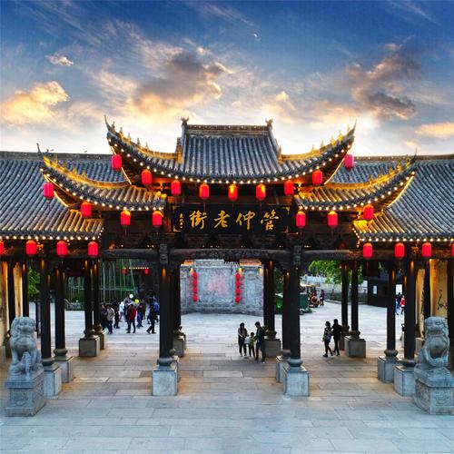 安徽旅游古村镇,琉璃瓦映绕山青 墨瓦白墙牵画魂